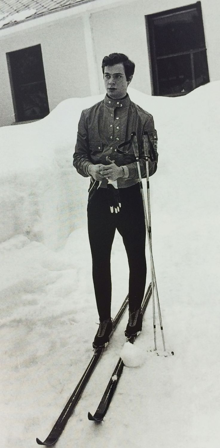 A young king (Carl XVI Gustaf) around 1960, in Edsbyn skis. #edsbynclassic #king #skis #ski #sweden #edsbyn #edsbyverken #1960