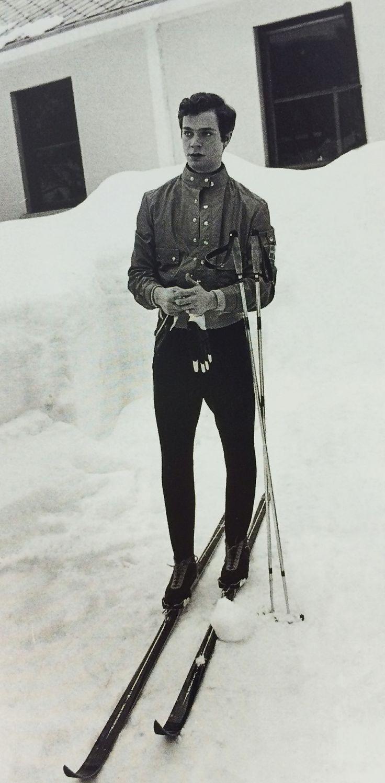 A young king (Carl XVI Gustaf) around 1960, in Edsbyn skis. #edsbynclassic #king #skis #ski #sweden #edsbyn #edsbyverken #1960