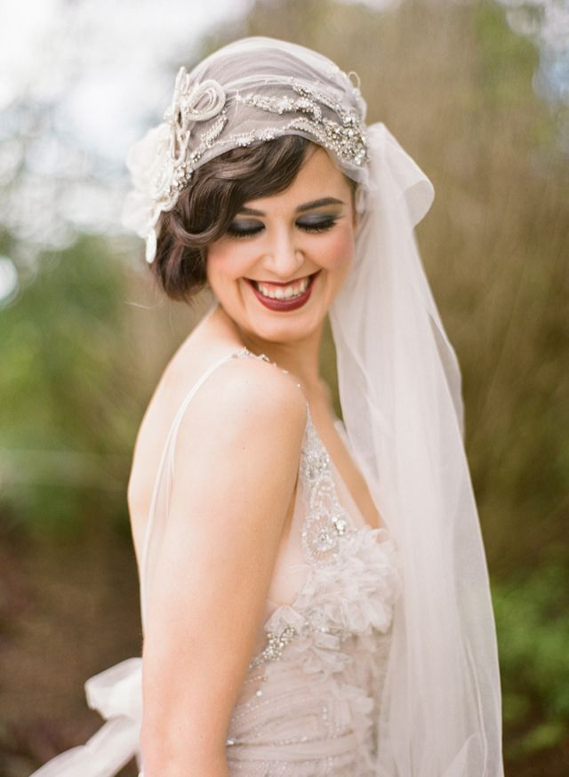 Véu de noiva vintage, estilo bandana, para noiva retrô estilo anos 20. Foto…