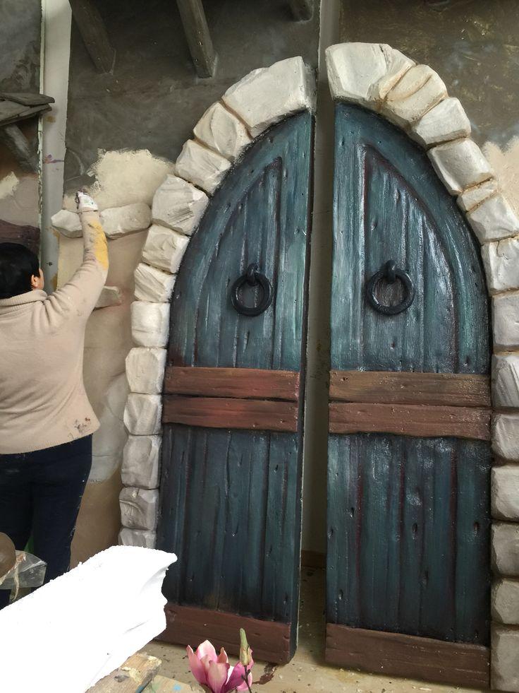 Porta cameretta bimbo ,fondale ,parete negozio,armadio,porta magica,old doors