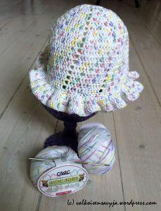 Crocheted summer hat for a little girl.