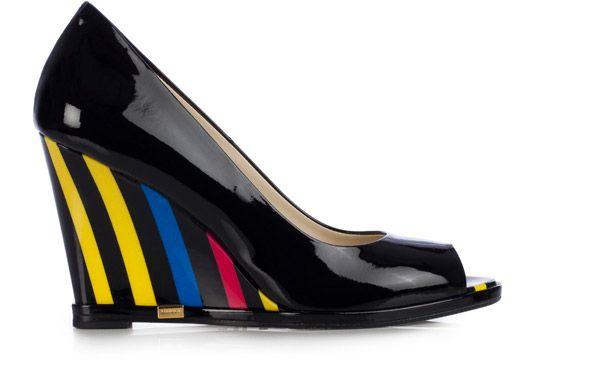 Colori eccentrici e #tacchi vertiginosi, per la nuova collezione estiva di @Lori Perkins, ma anche #ballerine, comodità e #sneakers con strass e raso.http://www.sfilate.it/224258/scarpe-loriblu-sensuali-altezze-per-lestate-2014