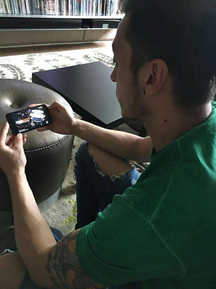 Mesut playing PES on his phone