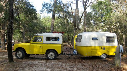 Land Rover 88 Serie II A SWB 1976 Boler & 1970 Land Rover.  Yellow and white.