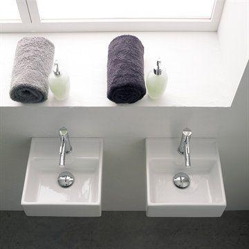 Lille smart Italiensk håndvask til gæstetoiletet. / Perfect for the guest bathroom. #bathroom #badeværelse #lillehåndvask