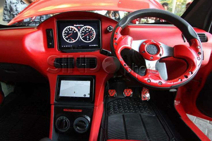 Dashboard pada Ezzy ITS II (Photo by: Sindo)