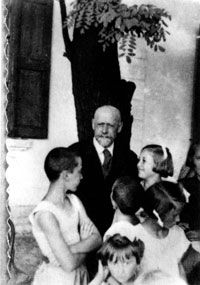 Janusz Korczak the Silent Cry   Korczak with children from his orphanage. Courtesy of the Ghetto ...