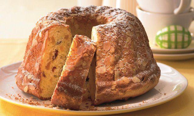 Fruchtiger Hefe-Gugelhupf - Ein lockerer Hefekuchen mit getrockneten Früchten zum Frühstück oder zum Kaffee