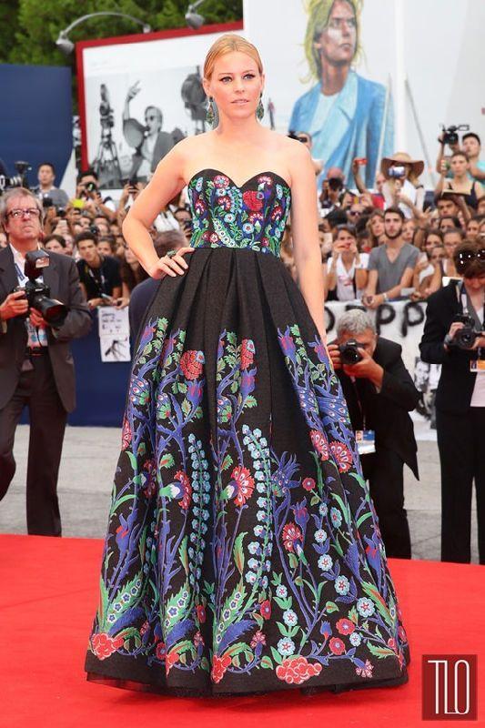 """Главная »Мода» Стиль Double Shot: Элизабет Бэнкс в Марчеса и ... Опубликовано 08 сентября, 2015 Элизабет Бэнкс присутствует на премьере """"A Bigger Всплеск"""" во время фестиваля 72nd Венецианского кинофестиваля ..."""