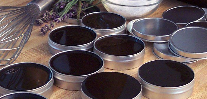 Amish are known for their strict way of life without modern technology and medicine. They live in harmony with nature and are treated exclusively with natural remedies. One of their traditional preparations is a wonderful black salve (Black Drawing Salve) used for many inflammatory conditions, and it is known that it is very effective with infections, cysts and ulcers.