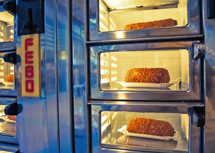 Febo, donde la comida te la sirven desde ventanas en la pared. Maquinas dispensadoras de comida. Descubre más lugares curiosos que visitar en Holanda: Vive Amsterdam