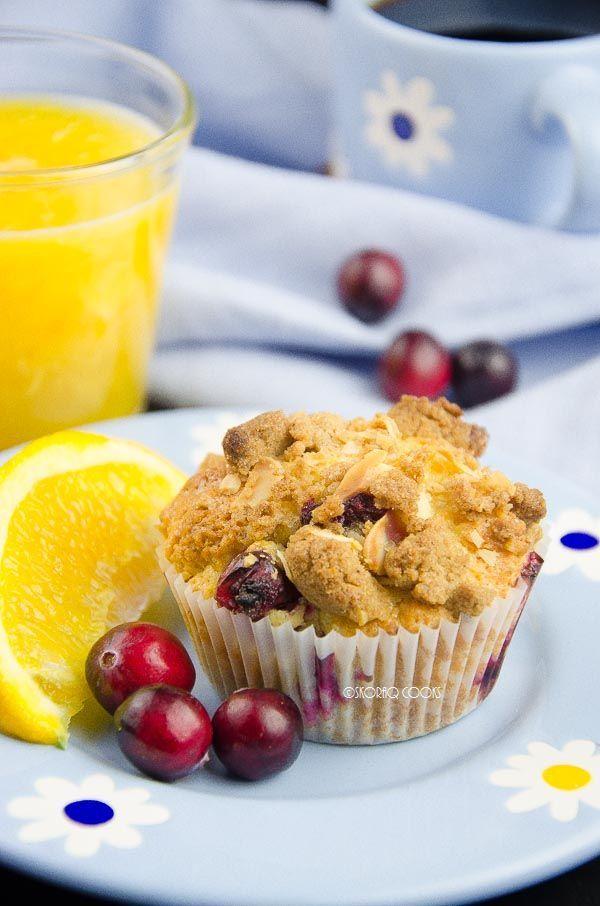 skoraq cooks: Muffinki żurawinowo - pomarańczowe z kruszonką / Cranberry and orange muffins with crumble topping