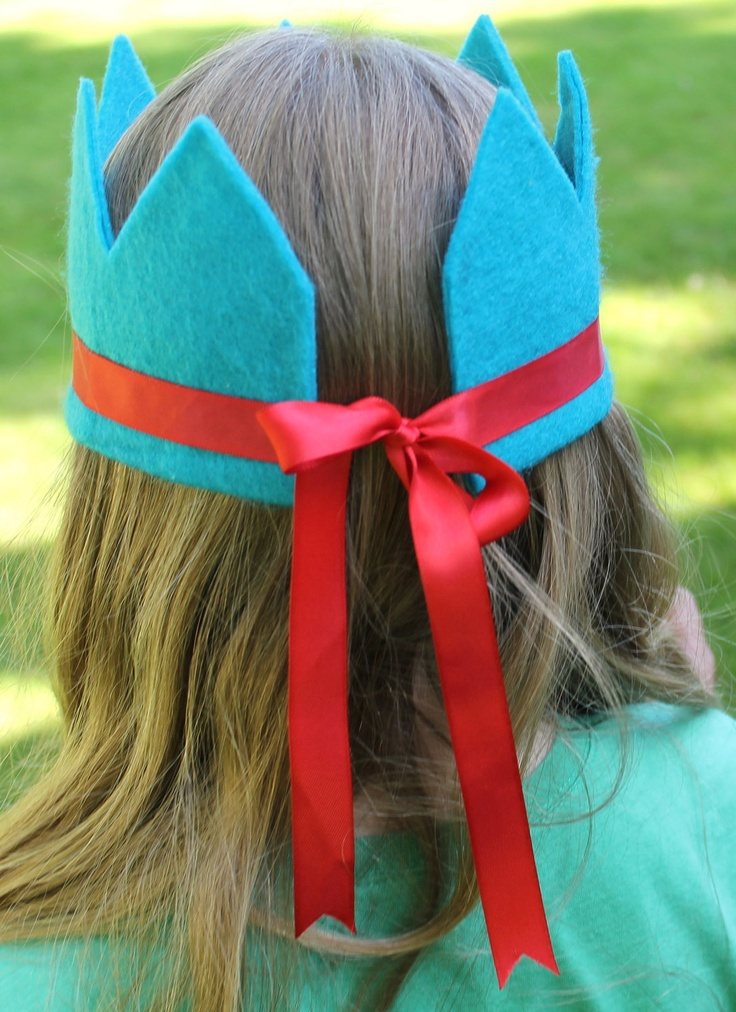 eco friendly arya felt crown with seven points and adjustable ribbon tie available in 22 felt colors.  party, play, rule.. $8.95, via Etsy.
