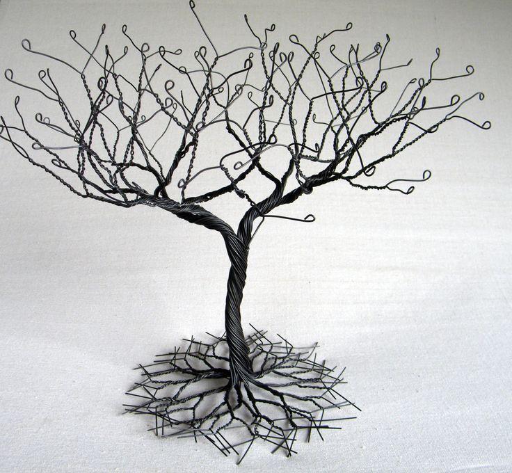 """Zwarte grote """"Earring"""" boom staan, draad boom beeldhouwkunst.  perfect voor kettingen, oorbellen, ringen. display houder boom, organisator. #2 door KunsWerk op Etsy https://www.etsy.com/nl/listing/201843648/zwarte-grote-earring-boom-staan-draad"""