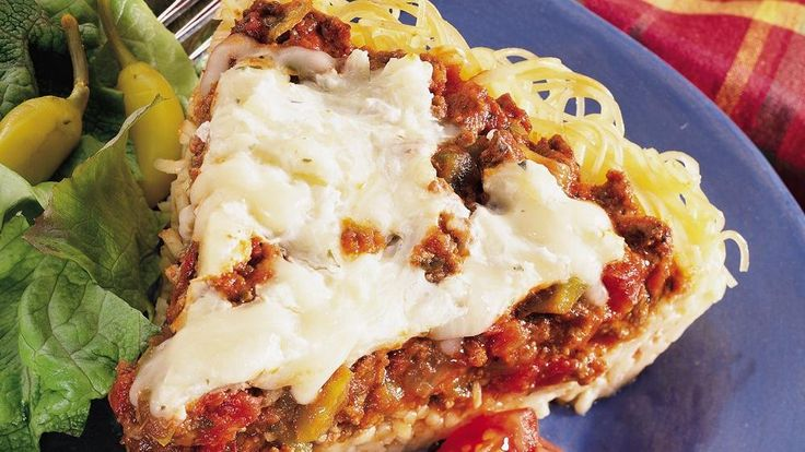 Beef provides a simple addition to the spaghetti pie flavored with tomato pasta sauce – a delicious dinner.