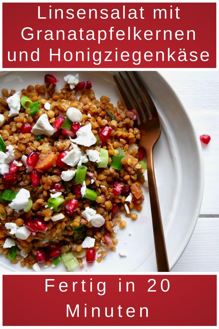 Leckere Linsensalat mit Ziegenkäse und Granatapfel. Perfekt für den abendlichen Hunger oder als Snack auf der Arbeit.
