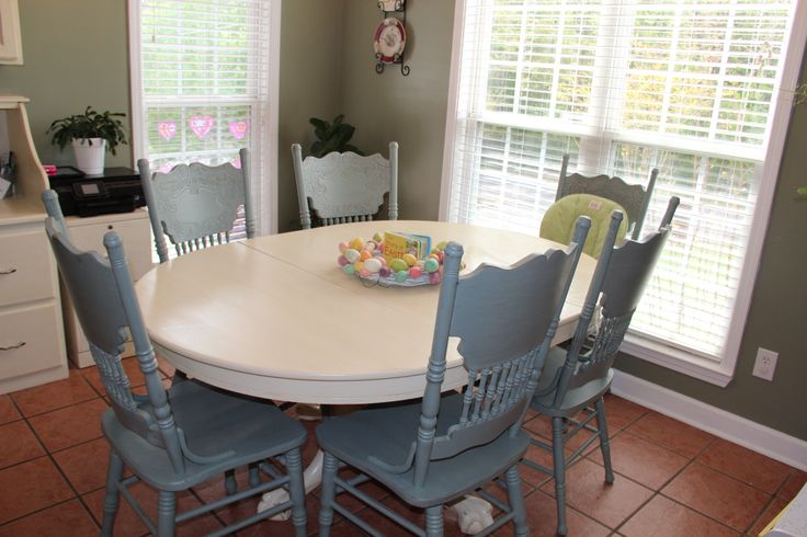 Ascp Old White Glazed Distressed Table Cece 39 S Smoky Mountain Distressed Pressback Chairs Www