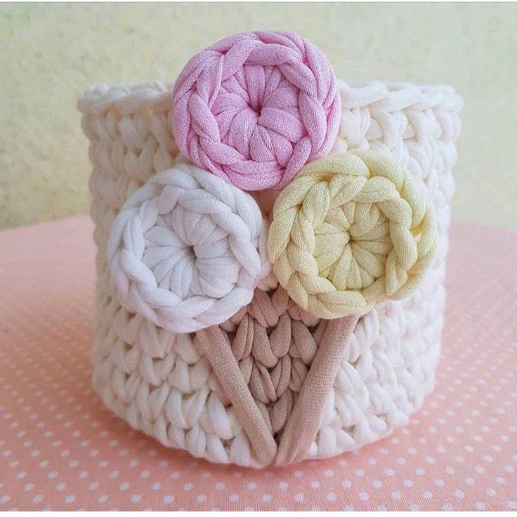 Vai um sorvetinho? . . . By @sova_knit_home . . #inspiration #inspiração #fiosdemalha #trapillo #yarn #crocheteiras #crochet #crocheting #crochetlove #crochetingaddict #croche #yarnlove #yarn #knitting #knit #penyeip #feitoamao #handmade #croche #croché #crochê #croshet #penyeip #вязаниекрючком #uncinetto #かぎ針編み #totora