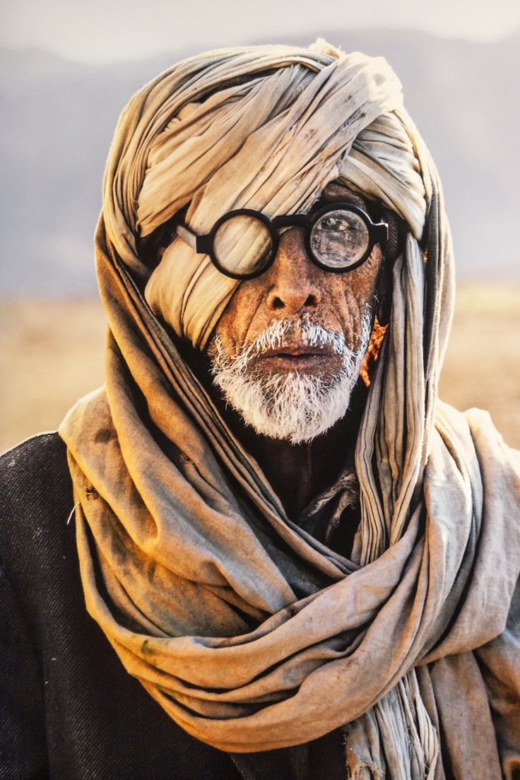 24 Striking Pictures Of Afghanistan By Photojournalist Steve McCurry