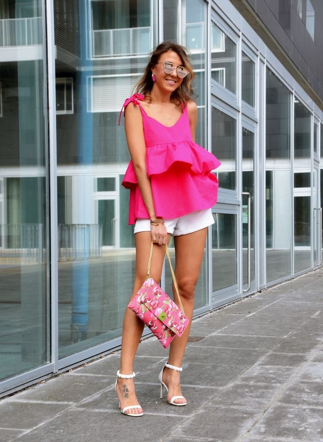Summer bar outfits | Casual bar outfits with short pants
