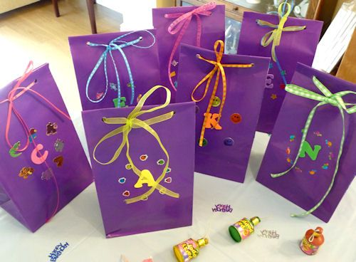 Why not let the kids customise their own party bags? It's also a great way to have fun at the party!