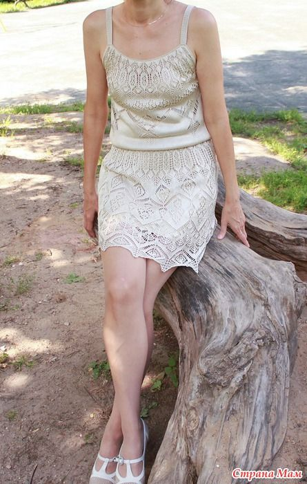 Платье связано из японского шелка, подкладка - шелковый атлас. Волшебно блестит на солнце.