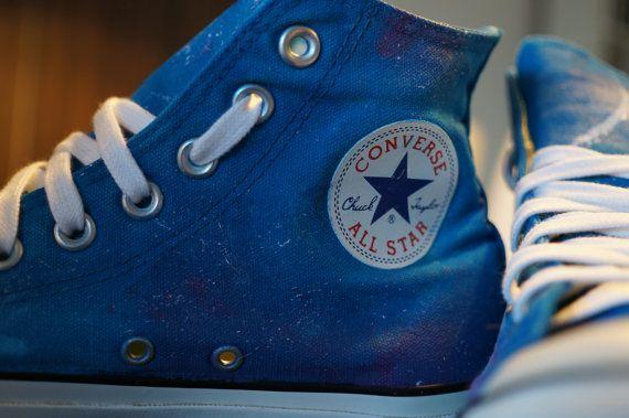 Custom made! Zelf aangepaste tweedehands Converse Allstars. Gemaakt met Acrylverf op een origineel paar Converse Allstars.