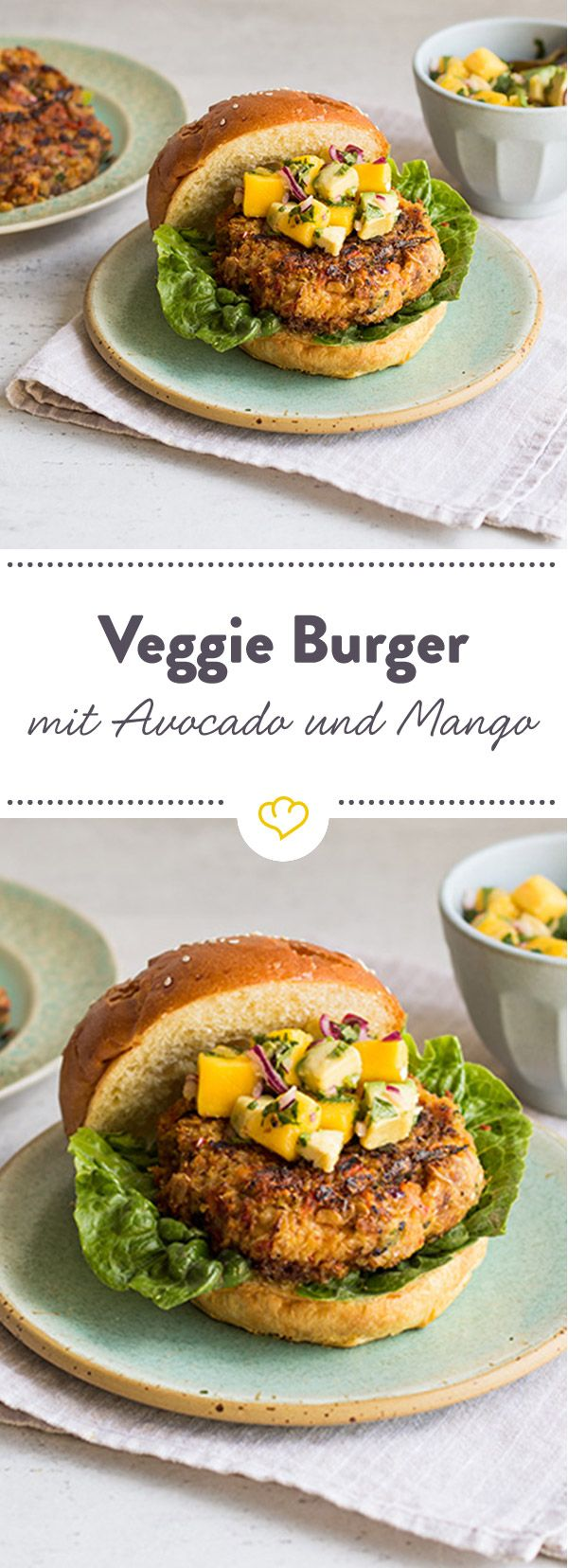 Vegetarischer Burger mit Avocado-Mango-Topping