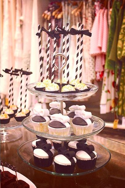 Os enseñamos más detalles de la mesa dulce Black&white que preparamos este viernes en una tienda de lo más mona