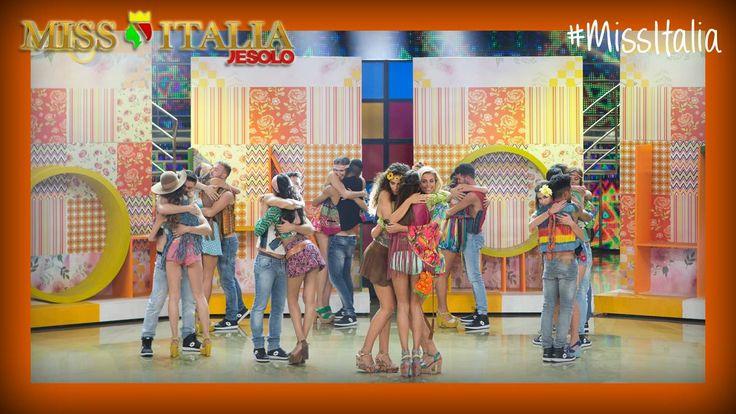 @magazineddonne #odiosettembre ma mi sono consolata con Miss Italia! Sì, proprio così, i miei accessori sono stati scelti e indossati dalle ragazze del concorso. Sono felicissima.  #MissItalia Grazie di cuore allo staff di Miss Italia per aver scelto gli accessori Sogni d'arte by Adalgisa. Nella foto il revival anni '70 organizzato dalla squadra di Vladimir Luxuria. www.sognidarte.com #moda #sognidarte #fashion