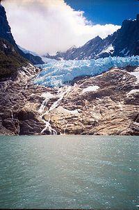 Glaciar colgante El Amarillo - Yelcho en la PatagoniaYelcho en la Patagonia