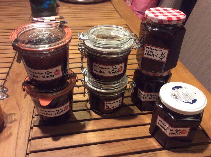 Aardbeienjam met tijm Een verrassende variant op gewone aardbeienjam door de toevoeging van tijm en balsamicoazijn.