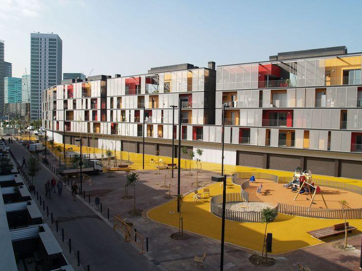 Conjunto habitacional, comércio e estacionamentos - L'Hospitalet de Llobregat, Spain - ONL Arquitectura