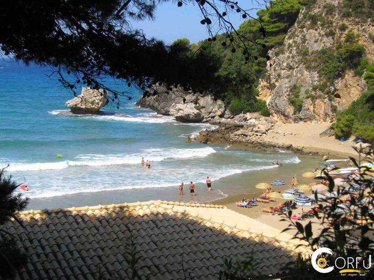 Παραλία Γιαλισκάρι:  Η παραλία Γιαλισκάρι είναι μια μικρή σε μέγεθος παραλία στη δυτική πλευρά του νησιού της Κέρκυρας. Έχει ένα ιδιαίτερο εξωτικό τοπίο, που προτιμάτ...