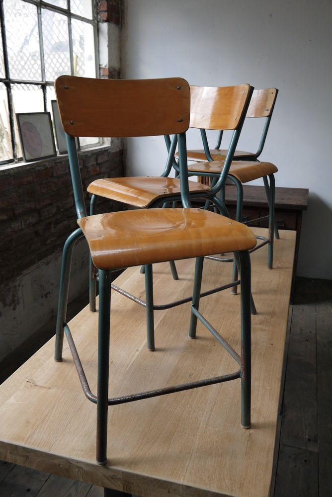 4 chaises bois metal chaises d 39 cole chaises et vieille for Chaise haute industrielle
