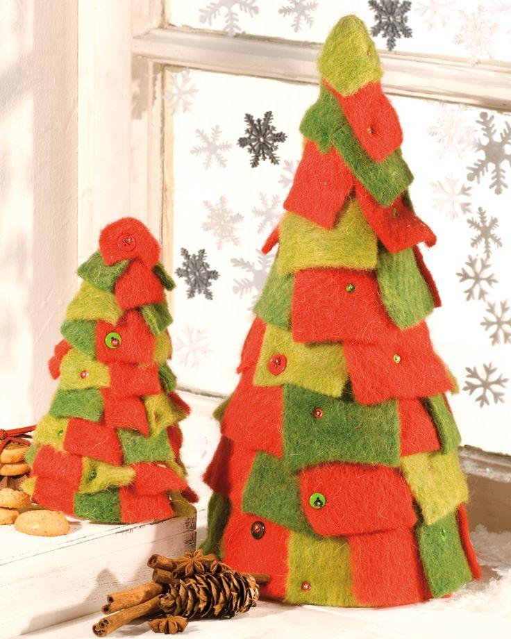 """Weihnachtsbaum mit Wollbändern (Idee mit Anleitung – Klick auf """"Besuchen""""!) - Wenn der wohlig-weiche Tannenbaum auf dem Tisch steht, weiß man gar nicht, wo das Auge mitessen soll!"""