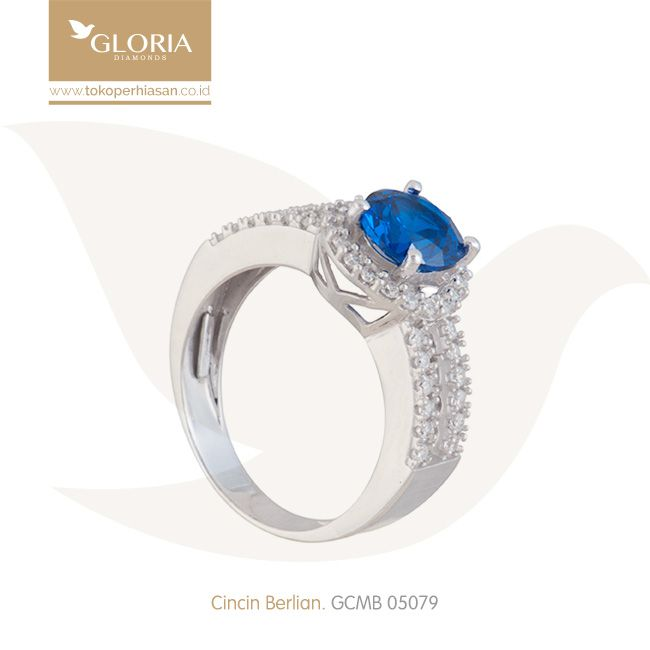 Cincin Berlian Solitaire Mata Biru Bulat. #goldring #goldstuff #gold #goldjewelry #jewelry #engagementring #perhiasanemas #cincinemas #tokoperhiasan #tokoemas