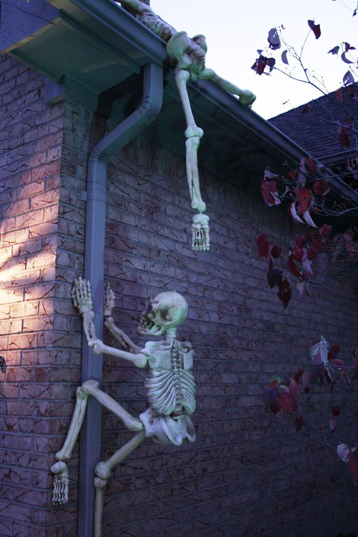 531 best halloween decorations images on pinterest for Outside halloween decorations to make at home