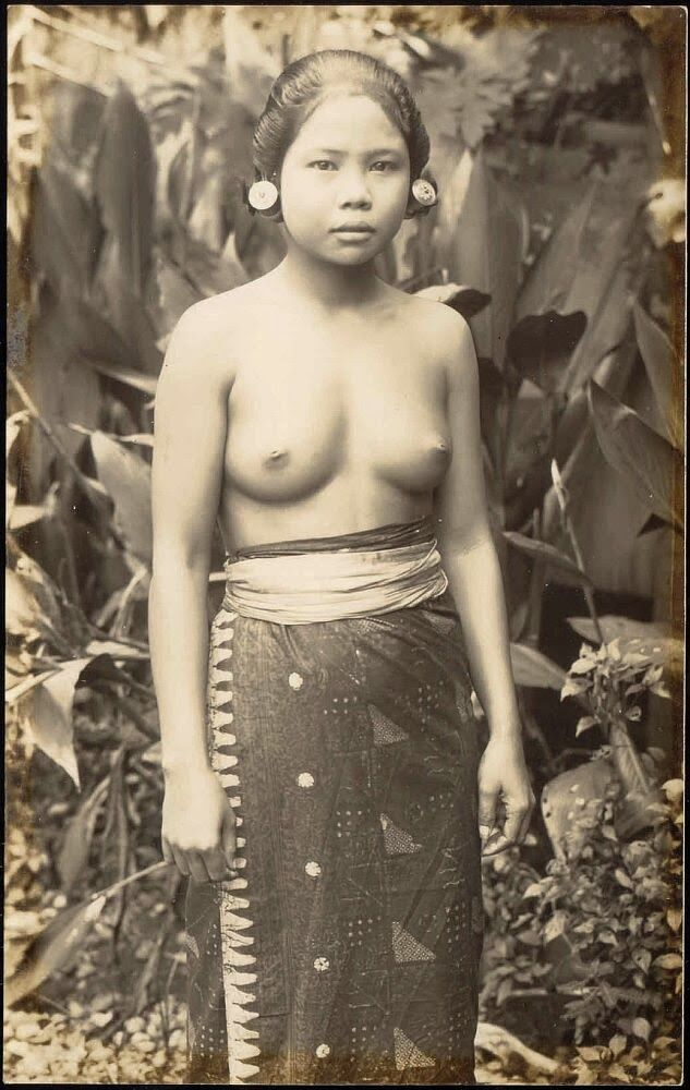 very pretty - OPOI: Girls with ear piercing ~ Bali ~ Indonesia ca 1920