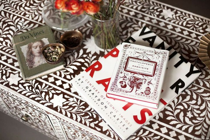 Weekend Inspiration / patterned table, books, flowers