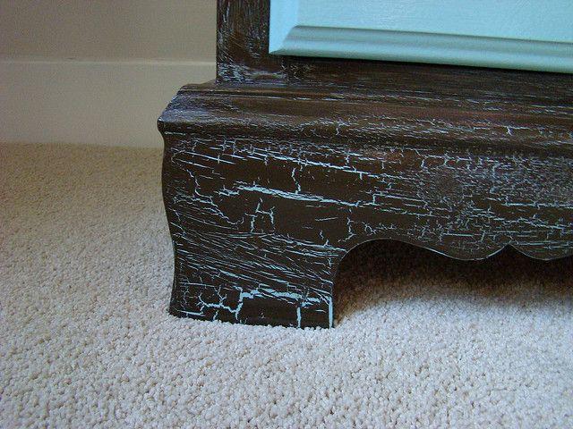 El craquelado constituye una técnica de falso acabado que puede dar a un mueble…