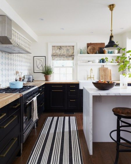 Little upper shelving. Openness of the space. Dark lowers. Drawer hardware. Faucet.