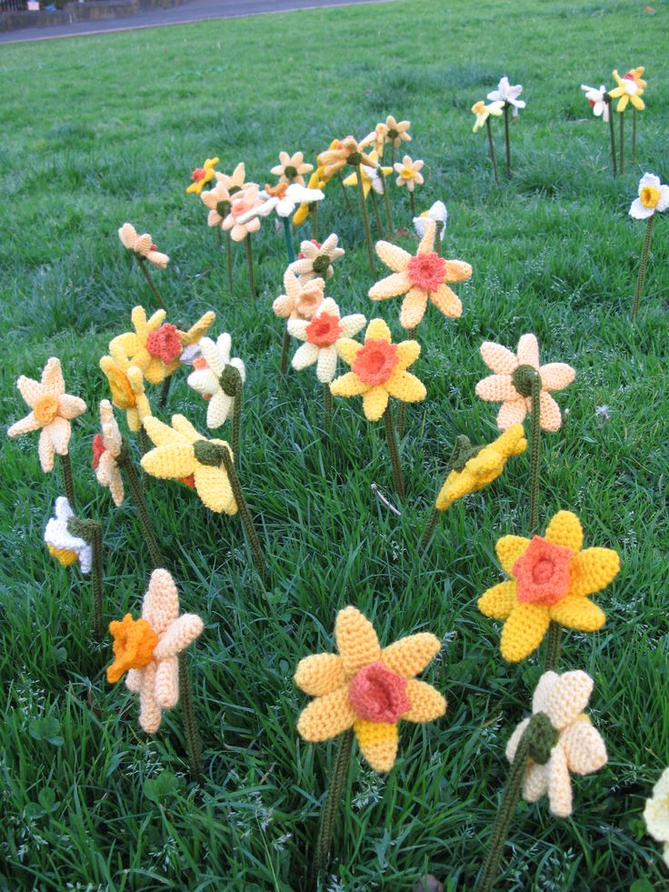 yarn bombing - flowers that will not die!!