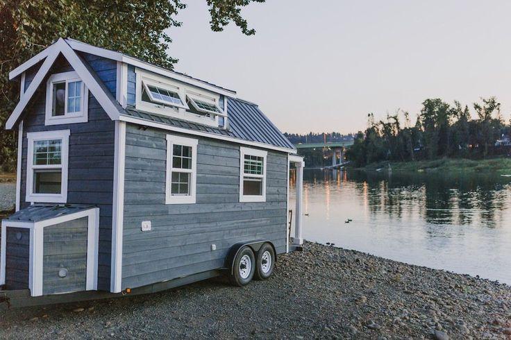 Tiny Heirloom, da cidade de Oregon, criou o conceito de uma casa pequena, luxuosa, sob encomenda e manufaturada construída sobre quatro rodas.