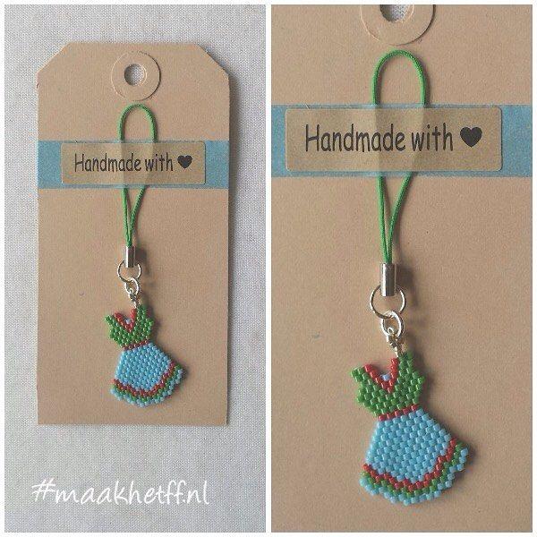 Hanger/charm Little Dress. Gemaakt van Miyuki delicas. Prijs: 3,50 (excl. verzending) VERKOCHT (kan op verzoek nog gemaakt) #hanger #charm #kralen #beads #dress #jurkje #miyukidelicas #handmade #maakhetff_verkoopt #instagramkoopjeshoek
