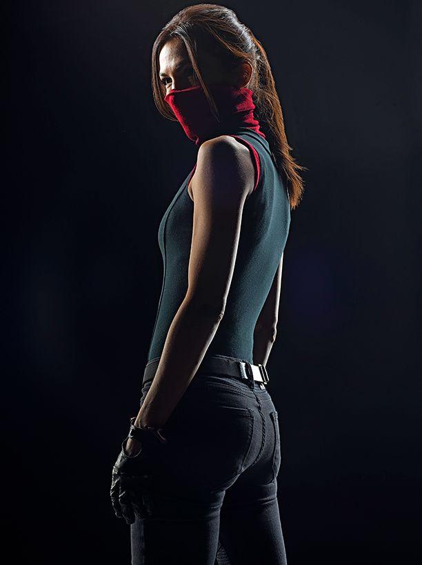 'Daredevil': Costume designer talks creating Elektra's non-midriff-baring, utilitarian look | EW.com