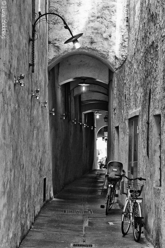 Via dei Portici, Bolzano, Trentino-Alto Adige_ Italy
