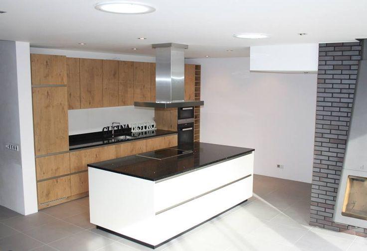 Greeploos keuken met eiland hoogglans wit icm kasteeleiken rvs eilandschouw miele apparatuur - Hout en witte keuken ...