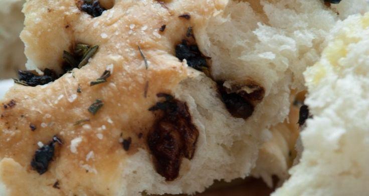Focaccia - Italian http://gustotv.com/recipes/lunch/focaccia/