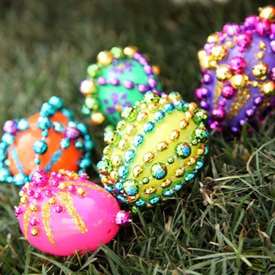 Eggcellent Celebration: Crafts Holidays, Easter Idea, Eggcel Easter, Plastic Eggs, Easter Crafts, Beads Easter, Crafts Idea, Easter Eggs, Eggcel Celebrity